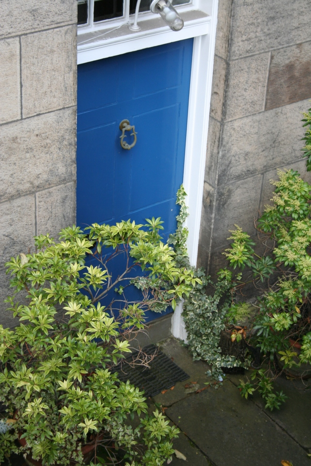 Blue is very popular around here...and interestingly enough there aren't a lot of red doors - which I love.  The front door to our flat is red, but I haven't taken a picture of it yet.
