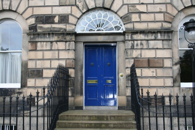 I like this whole doorway - there's something very inviting yet reserved about it.