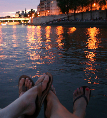 Playing footsies on the Seine