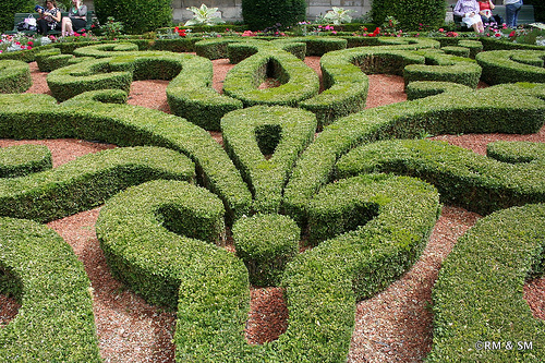 Gorgeous boxwood mazes.