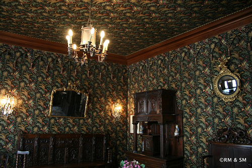 Check out the matching wall paper and ceiling coverings.  Crazy.  And of course there were heavy thick curtains in the same fabric!