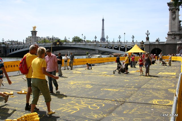LiveStrong area where people could write things in yellow chalk.