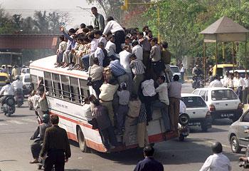 bus_very_crowded.jpg